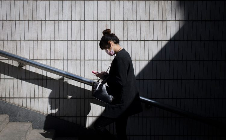 People Who Text While Walking Actually Do Ruin Everything