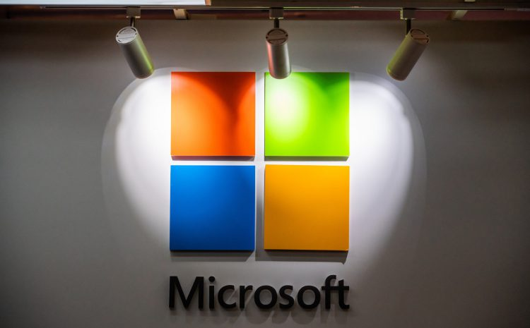 Microsoft is working right now to fix an issue with Outlook